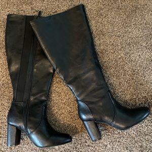 Torrid Wide Calf size 7 tall heel boots black EUC!